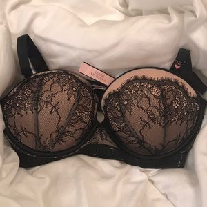 BRAND NEW WITH TAGS - VS bra. Size 34D